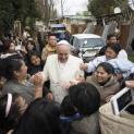 Đức Thánh Cha Phanxicô tới thăm khu ổ chuột Cầu Vồng.