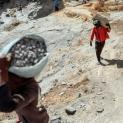 ĐTC phê bình các chính trị gia nói về nghèo đói nhưng lại chế tạo vũ khí