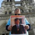 Người Việt Paris diễu hành bảo vệ Cựu TNLT Trần Minh Nhật