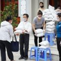 Giáo xứ Thái Hà Hà Nôi cấp phát 23 tấn gạo cho người nghèo