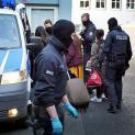 Cảnh sát thành phố Đức, bắt 37 người Việt trốn trên ôtô lạnh dưới 20 độ, ra lệnh khẩn cấp với người Việt