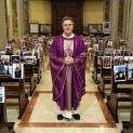 Do đại dịch virus corona, Linh mục cử hành Thánh lễ trong nhà thờ chỉ có hình giáo dân