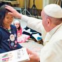 Cô bé từ giáo xứ ở Singapore gặp Đức Giáo hoàng