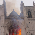 Sáng 18/07 : Nhà thờ chính tòa Nantes, Pháp quốc bốc cháy