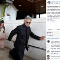 Danh ca Andrea Bocelli đi bằng đầu gối để tôn kính Đức Mẹ Fatima