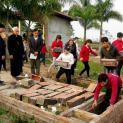 GP.BẮC NINH: Đức Cha Cosma Hoàng Văn Đạt thăm nghĩa trang thai nhi giáo họ Bến Cốc và dâng lễ
